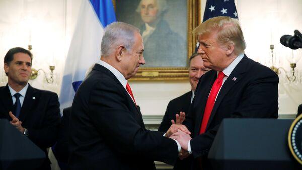 El primer ministro israelí, Benjamin Netanyahu, y el presidente estadounidense, Donald Trump - Sputnik Mundo