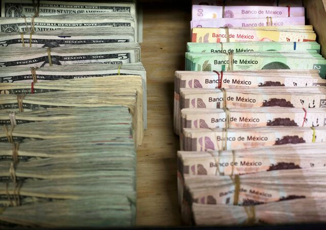Pesos mexicanos y dólares