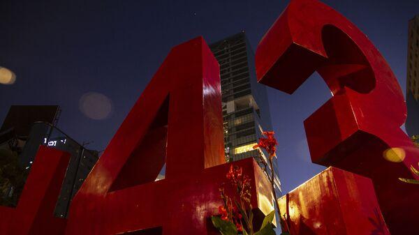 Antimonumento que recuerda la desaparición forzada de 43 estudiantes de Ayotzinapa en 2014 - Sputnik Mundo