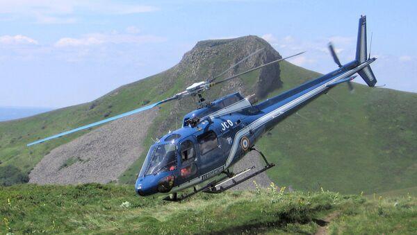 Un helicóptero AS350 - Sputnik Mundo