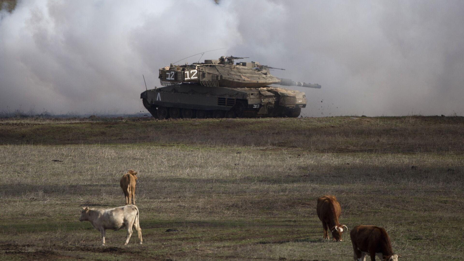 Un tanque israelí en los Altos del Golán (archivo) - Sputnik Mundo, 1920, 02.06.2021