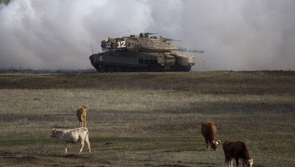 Un tanque israelí en los Altos del Golán (archivo) - Sputnik Mundo