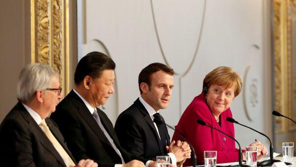 El presidente de la Comisión Europea, Jean-Claude Juncker, el presidente chino, Xi Jinping, el presidente de Francia, Emmanuel Macron, la canciller alemana, Angela Merkel en París, Francia - Sputnik Mundo