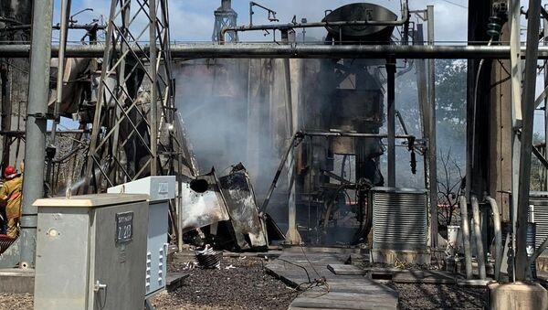 Una instalación incendiada en un supuesto ataque a la central eléctrica en Venezuela - Sputnik Mundo
