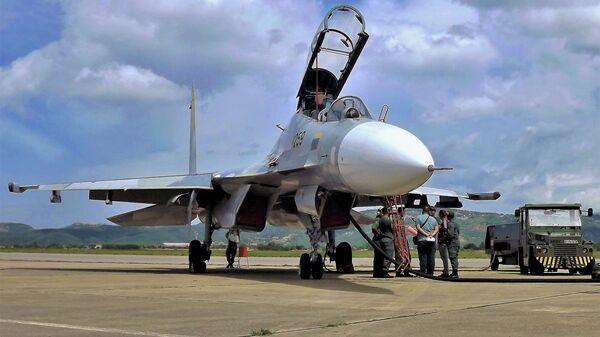 Un Su-30MKV de las FFAA venezolanas - Sputnik Mundo