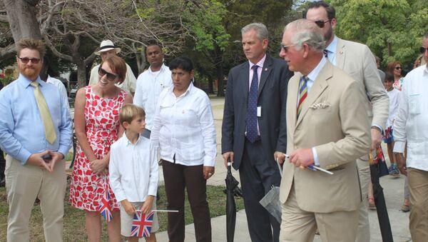 El príncipe Carlos en el parque John Lennon de La Habana - Sputnik Mundo