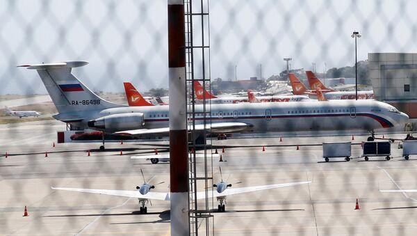 Un avión ruso en el aeropuerto de Maiquetía de Caracas (Venezuela) - Sputnik Mundo