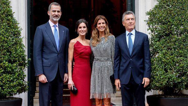 Los reyes de España junto al presidente Mauricio Macri y su esposa Juliana Awada - Sputnik Mundo