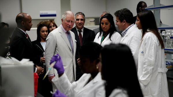 El príncipe Carlos en el Centro de Inmunología Molecular de Cuba - Sputnik Mundo