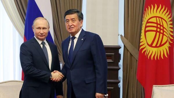 El presidente de Rusia, Vladímir Putin, y su par kirguís, Sooronbay Jeenbekov - Sputnik Mundo