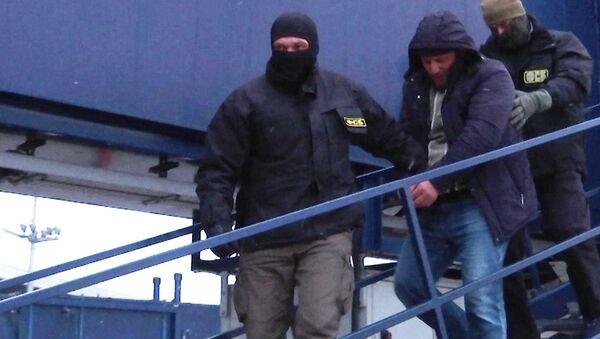 FSB ruso durante la detención de un miembro de la célula terrorista implicada en el doble ataque de 2010 al Metro de Moscú, Rusia - Sputnik Mundo