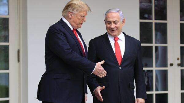 El presidente estadounidense, Donald Trump, y el primer ministro israelí, Benjamín Netanyahu - Sputnik Mundo