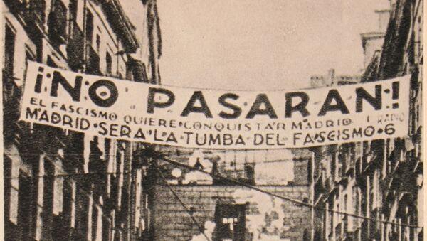El mítico cartel de 'No pasarán' en Madrid, durante la Guerra Civil Española - Sputnik Mundo
