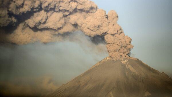 La erupción del volcán mexicano Popocatépetl - Sputnik Mundo