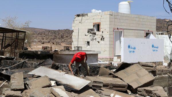 Las consequencias del presunto ataque aéreo de la coalición liderada por Arabia Saudita en un hospital en Yemen - Sputnik Mundo