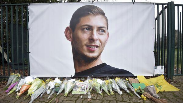 Homenaje al futbolista argentino Emiliano Sala - Sputnik Mundo