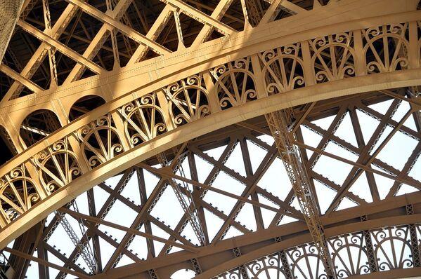 ¡Felicidades! La Torre Eiffel celebra su aniversario 130 - Sputnik Mundo