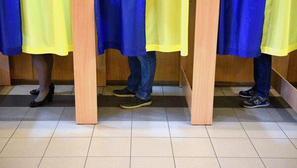 Un colegio electoral en Kiev - Sputnik Mundo