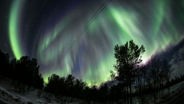 El espectáculo de luz de la naturaleza: descubre las auroras boreales de Múrmansk - Sputnik Mundo