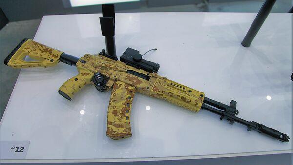 Un Kalashnikov AK-12 - Sputnik Mundo