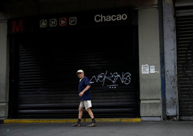 La estación del metro de Caracas cerrada