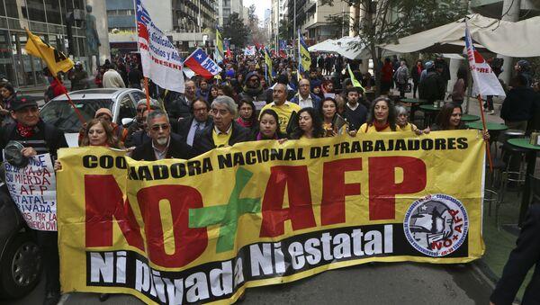 Las protestas por jubilación en Chile - Sputnik Mundo