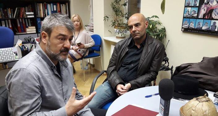 El guionista del documental Huérfanos del Olvido, Rodrigo Pérez Barredo, y el director, Lino Varela