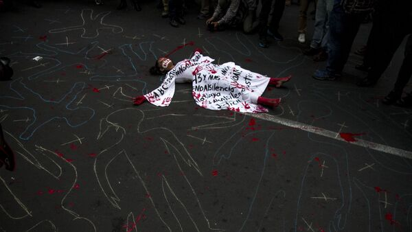 Activista en Ciudad de México durante una manifestación de periodistas, para exigir libertad de expresión y el alto a los asesinatos de colegas - Sputnik Mundo