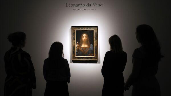 La pintura 'Salvator Mundi' de Leonardo Da Vinci, en exhibición en la casa de subastas Christie de Londres - Sputnik Mundo