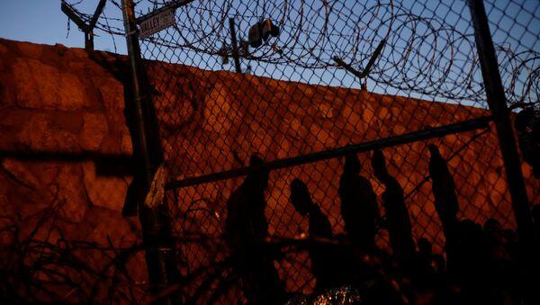 Migrantes en la frontera sur de EEUU - Sputnik Mundo
