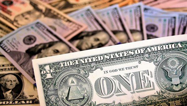 Billetes de dólares de EEUU - Sputnik Mundo