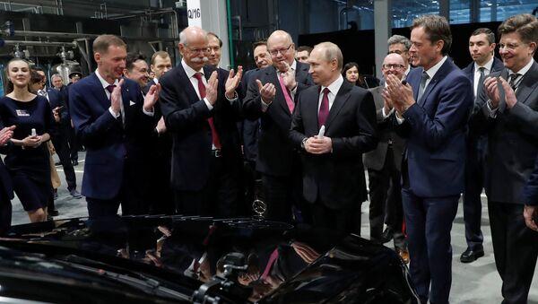 El ministro federal alemán de Economía y Energía, Peter Altmaier junto al presidente de Rusia, Vladímir Putin - Sputnik Mundo