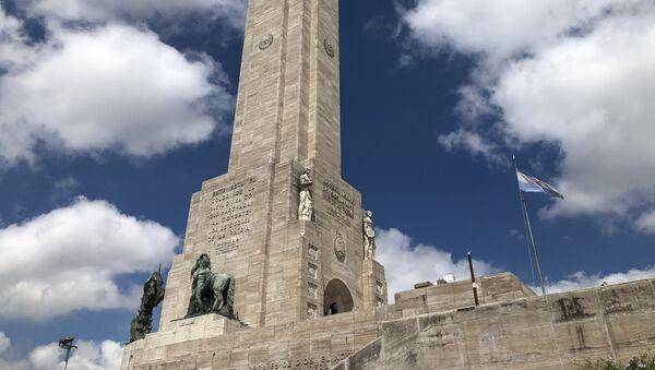 La ciudad de Rosario, la tercera en población de Argentina, es conocida por ser cuna de la bandera nacional y el monumento dedicado a esta; pero también por ser un centro de narcotráfico en el presente - Sputnik Mundo