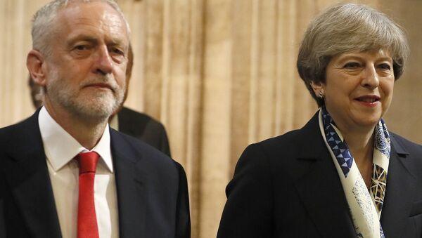 El líder laborista británico, Jeremy Corbyn, y la primera ministra del Reino Unido, Theresa May (archivo) - Sputnik Mundo