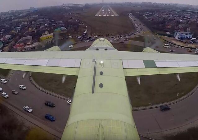 Primer vuelo del Il-112V