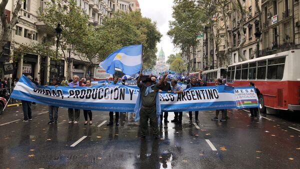 Los argentinos marcharon por la Plaza de Mayo en protesta por la precaria situación económica del país - Sputnik Mundo