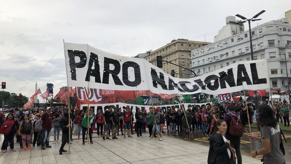 Las centrales argentinas de trabajadores convocaron a un paro por la delicada situación económica del país - Sputnik Mundo