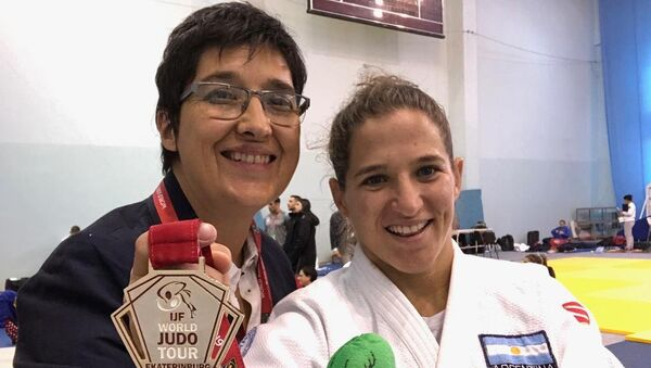 Laura Martinel y Paula Pareto tras obtener una medalla de oro en Rusia, en marzo de 2019 - Sputnik Mundo