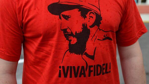 Una camiseta con una imagen de Fidel Castro, exlíder de Cuba - Sputnik Mundo