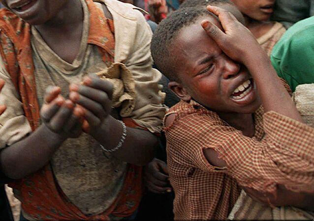 Niños ruandeses en la frontera con Zaire (archivo)