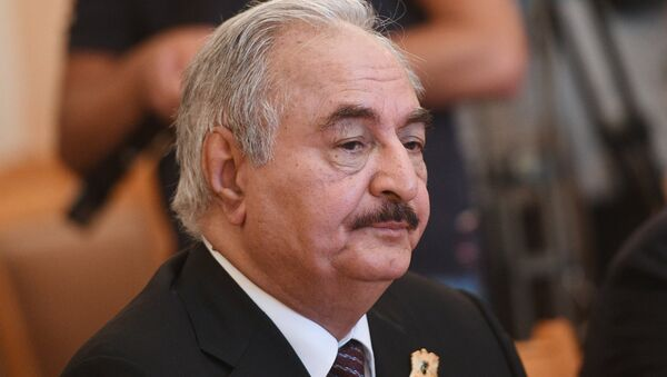 Libyan National Army Commander Khalifa Haftar during a meeting with Russian Foreign Minister Sergei Lavrov - Sputnik Mundo