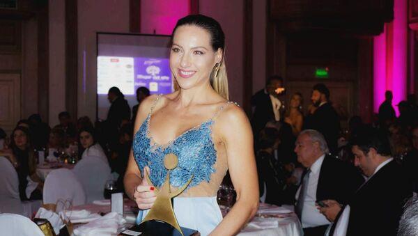 La periodista de Sputnik Karen Todoroff fue elegida Mujer del año en Uruguay - Sputnik Mundo