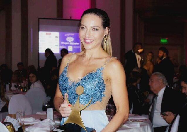 La periodista de Sputnik Karen Todoroff fue elegida Mujer del año en Uruguay