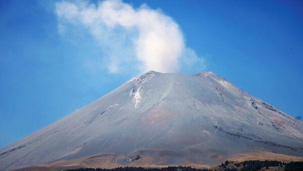 El volcán Popocatepetl, en México - Sputnik Mundo