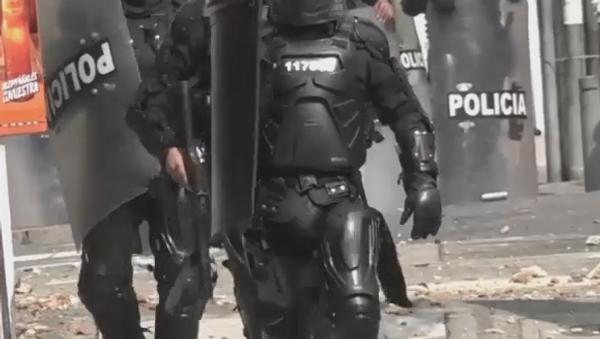 Disturbios en dos universidades de Bogotá en apoyo a indígenas - Sputnik Mundo