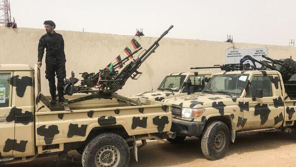 Militares bajo el mando del Gobierno en Tripoli - Sputnik Mundo