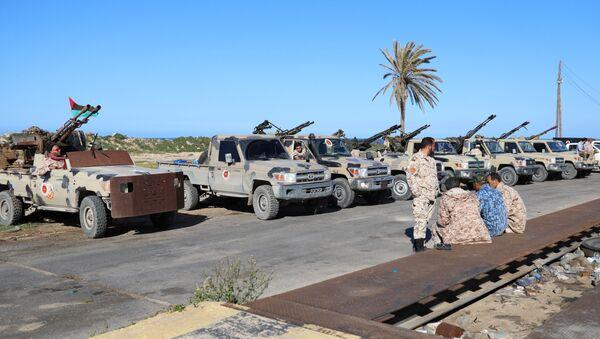 Vehículos militares a las afueras de Trípoli - Sputnik Mundo