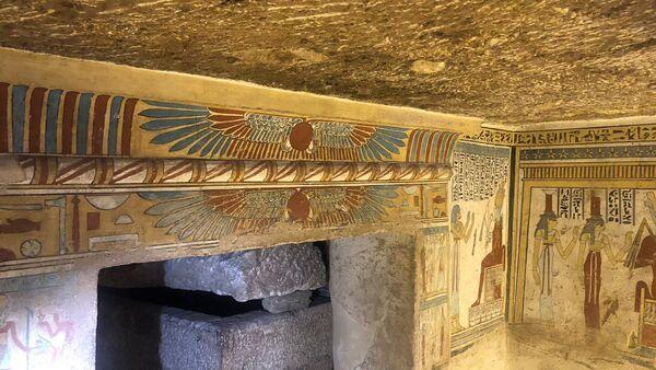 Los dibujos en las paredes de una antigua tumba en Egipto (imagen referencial) - Sputnik Mundo