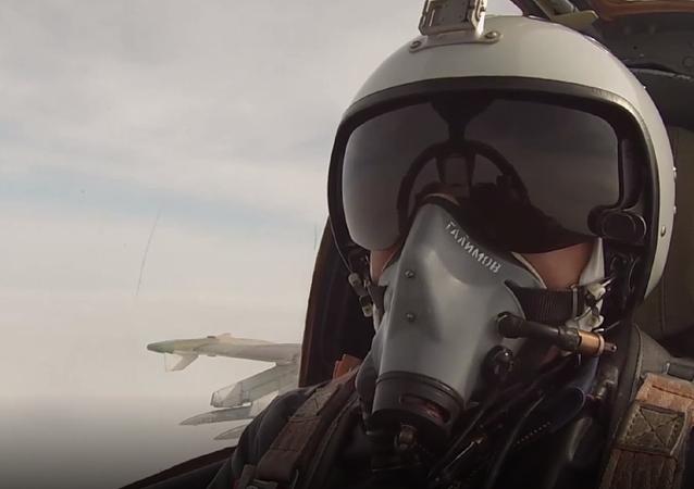 Así lleva al límite el piloto ruso de un Su-25SM las capacidades de su aeronave