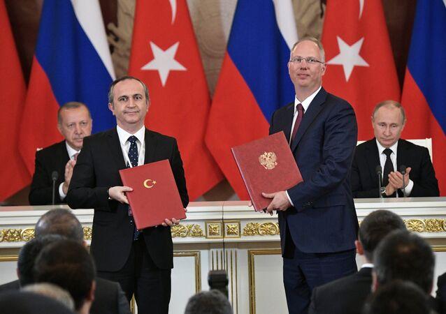 Recep Tayyip Erdogan, Zafer Sonmez, Kiril Dmítriev y Vladímir Putin